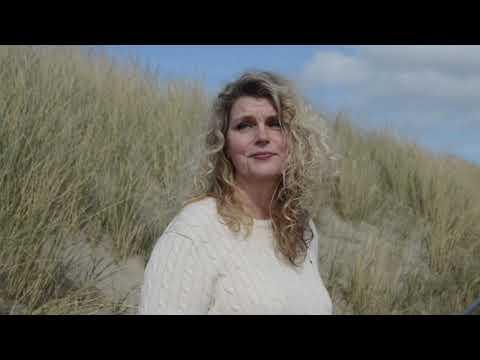 Lucette van den Berg zingt in de Sint Annakapel, Kampen