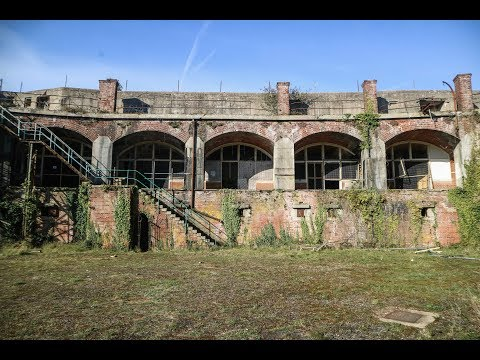 Exploring Abandoned WW1 Military Fort by the Sea - Urbex Lost Places UK