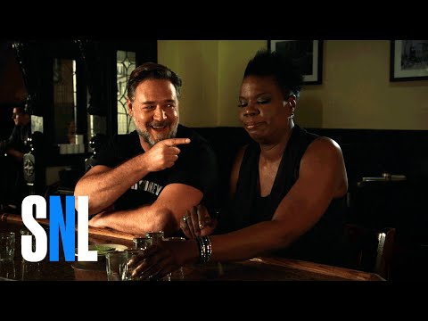 SNL Host Russell Crowe and Leslie Jones Play a Drinking Game