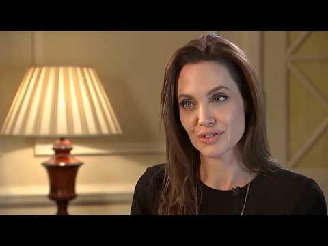 Во время съемок фильма «Несломленный» Анжелина Джоли взмолилась о чуде