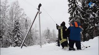 В Новгородской области вновь устраняют последствия отключения электричества