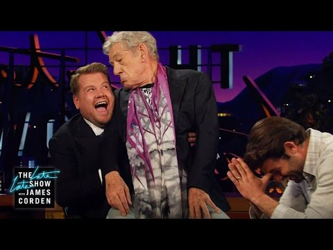 Sherlock Holmes a historka s gorilou - The Late Late Show with James Corden