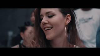 「OMG」ミュージックビデオ