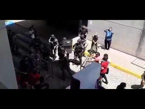Confronto entre manifestantes e PM na Assembleia Legislativa do Piauí