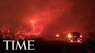 Смотреть онлайн Огненное торнадо возникло во время пожара