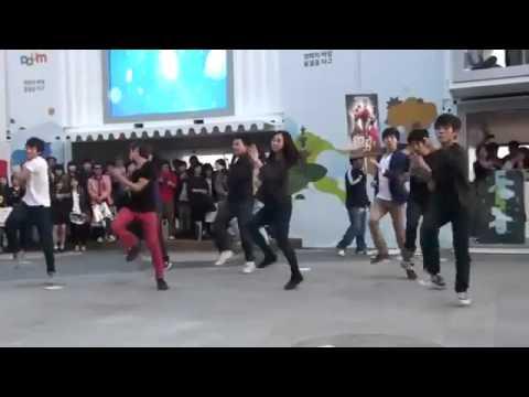 Màn Taekwondo kết hợp hip hop