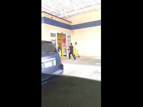 Fight at LOWES 4 AGAINST 1