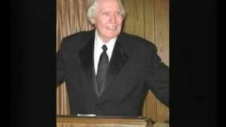 Crazy Reverend Fred Phelps Lashes Out at Lady Gaga thumbnail