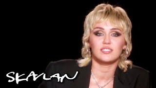 Miley Cyrus on dealing with divorce and loss: – This is why I don't cry too much | SVT/TV 2/Skavlan