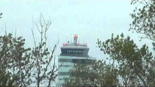 preview picture of video 'Repcsilesen a schwechati repülőtéren (Planespotting Schwechat)'