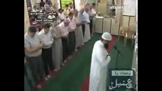 المرحوم عبد الله خالد رجب الخطيب يؤم بالمصلين بصلاة التراويح العام الماضي في مسجد طارق ابن زياد