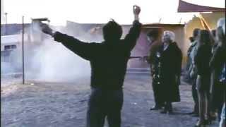 """Το """"Ρίχ\' το Ηλία... Ηλία ρίχ\' το..."""" είναι το ελληνικό αντίστοιχο του """"Δε χόρορ... Δε χόρορ..."""" στο εν Ελλάδι Βιετνάμ του Μάκη Τσετσένογλου. Από το """"Όλα είναι Δρόμος"""" του Παντελή Βούλγαρη. (από Khan, 21/02/14)"""
