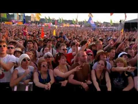 Kaiser Chiefs - Angry Mob - Glastonbury 2011 feat Steve The Monkey.mpg