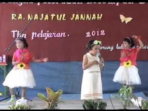 baby singing with amazing.. bikin mrinding,,