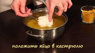 Два нескучных способа покрасить яйца к Пасхе.