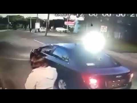 VIDEO: CONDUCTOR DE CABIFY PATEA A MUJER VIGILANTE EN PUEBLA