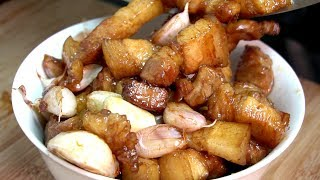 五花腩蒸客家梅菜,咸香味美,做法还简单,出锅比梅菜扣肉还香