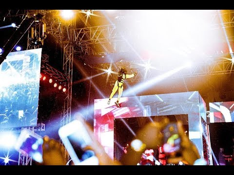 Davido Live: Davido does epic Superman Entrance, Brings out Chioma on stage and sings for her.