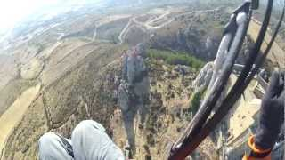 preview picture of video 'Parapente. Castillo de Loarre. Huesca. España. Arcus 7. Piloto Deme'