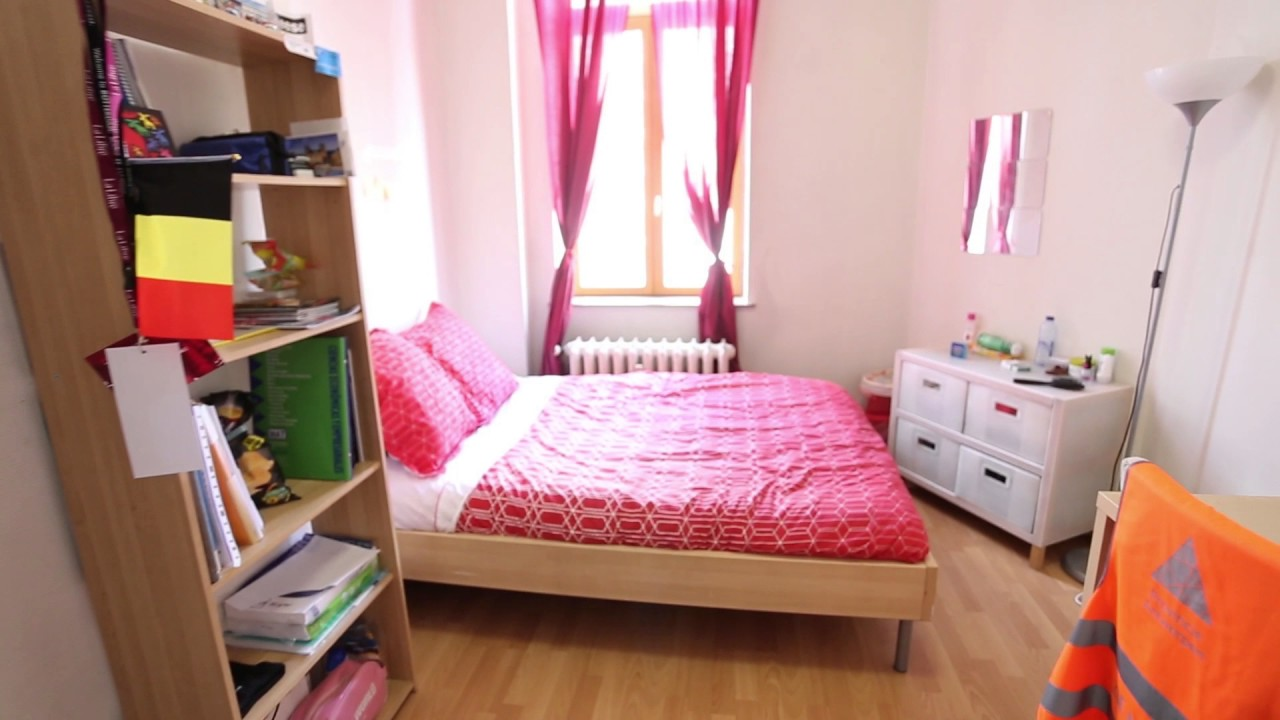 Double Bed in Rooms for rent in a 3-bedroom student apartment in Ixelles