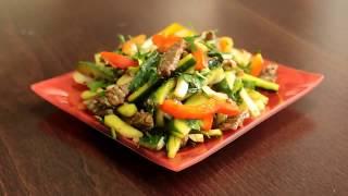по китайски с мясом и огурцами Салат