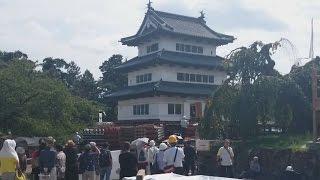 この城が動く…な、弘前城。
