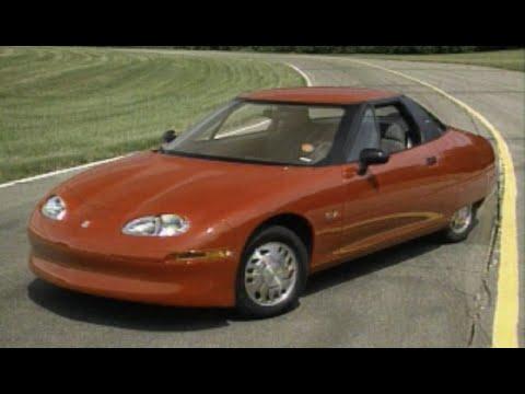 Un GM EV1, el primer coche eléctrico en serie de la historia, aparece abandonado en un parking