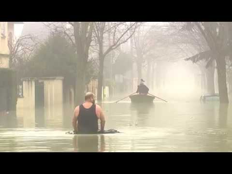 Flooding in France as the Seine rises further