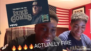 BLACK PEOPLE REACT TO COUNTRY MUSIC!!   Luke Combs   Must've Never Met You !!