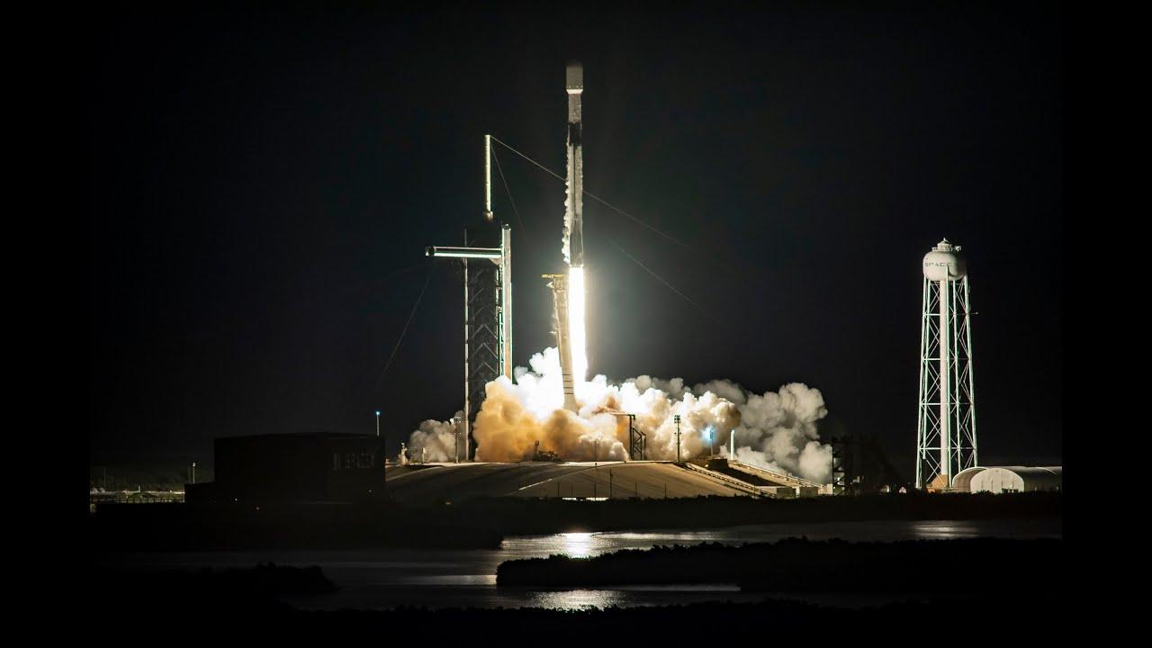 Primer lanzamiento de satélites Starlink de SpaceX con parasol estilo VisorSat para reducir su brillo