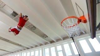 Смотреть онлайн Крутой баскетбольный фристайл с мячом