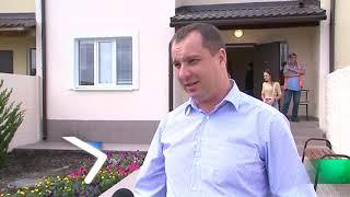 Юлія Світлична передала ключі від нових помешкань у Пісочині трьом родинам дітей-сиріт