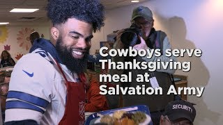 Dallas Cowboys serve Thanksgiving meal at Salvation Army