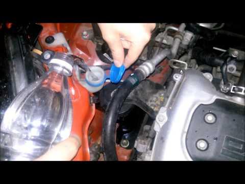 Γέμισμα υγρού για υαλοκαθαριστήρες σε αυτοκίνητο ΙΧ