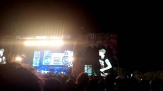 Eminem making fans scream- Lollapalooza Argentina 2016