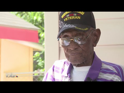 Richard Overton awarded medal by Daughters of the American Revolution