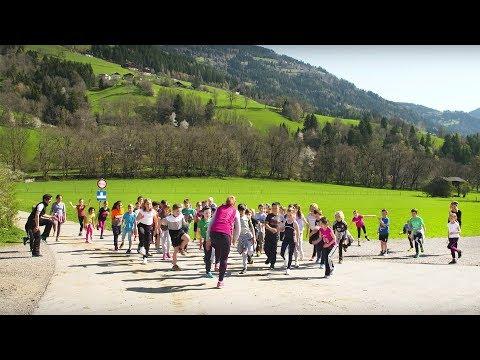 """Videoclip """"Kinder laufen und helfen"""""""