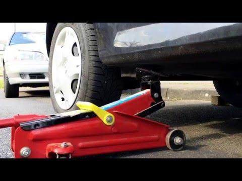 Wagenheber ansetzen Auto aufbocken PKW anheben mit Böcken Sichern Renault Twingo 2 hinten Anleitung