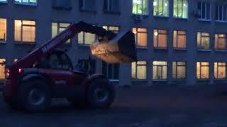 Телескопический погрузчик MANITOU MANISCOPIC и экскаватор JCB. Ремонт школьной площадки.