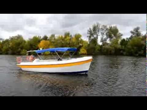 катер- туристический  для перевозки пассажиров .-река -море-