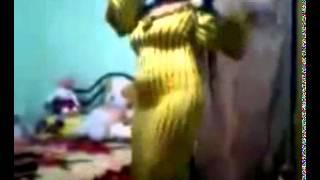 vrw fkhj   رقص بنات منازل   رقص بيوت مصرية   رقص بقيص النوم الاصفر العاري