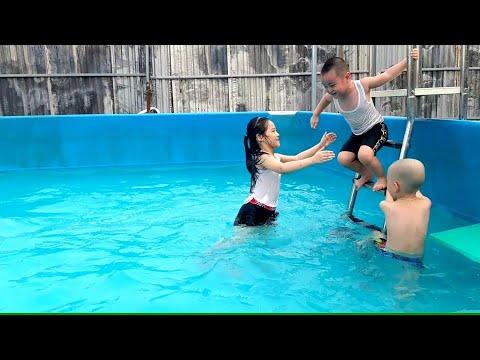 Gia Linh và em Cò đi tắm bề bơi sau khi thi học kì II xong