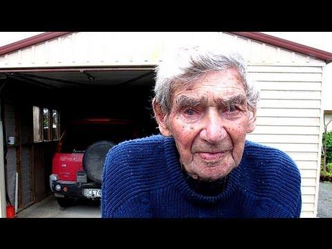 Bob Edwards el conductor Neozelandés que condujo hasta los 105 años