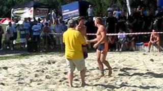preview picture of video 'Zapasy plażowe - Mistrzostwa Polski - Racibórz 22 VIII 2010 - Finał kategorii open'