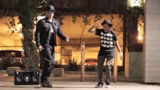 Смотреть онлайн Незабываемый танец двух парней