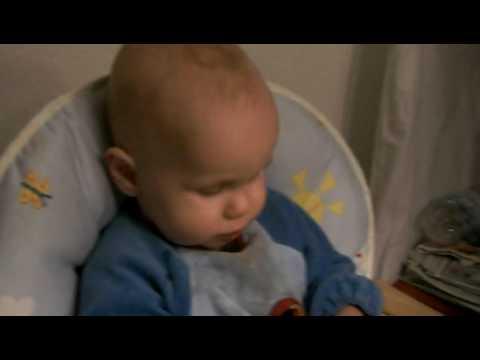 Louis & die Versuche mit der Trinklerntasse