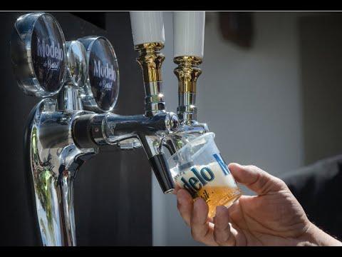 Este mupi te sirve lo que más te gusta: cerveza de barril bien fría