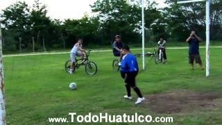 preview picture of video 'Patada Inicial Torneo Más Sudor menos Lagrimas Huatulco'