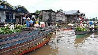 preview picture of video 'Floating Market Near Banjarmasin.wmv'