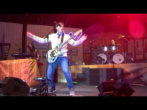 Weezer - Pork And Beans Live in The Woodlands / Houston, Texas